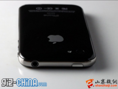 iPhone 5 {Black and White} Sold In China [Pictures And Video]: Is This What Next Generation iPhone Looks Like?
