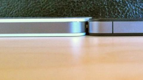 Black iPhone 4 Thinner Than White iPhone 4 [Photos]