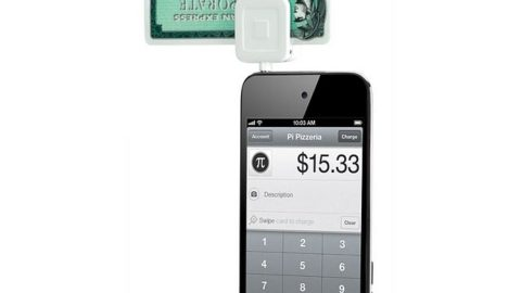 Apple Sells Square Credit Card Reader for iPhone, iPod, iPad